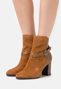 Tamaris - BOOTS - Classic ankle boots - muscat - 0