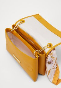 Ted Baker - ELSY - Across body bag - yellow - 3