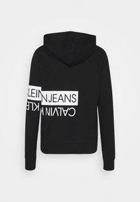Calvin Klein Jeans - MIRRORED LOGO HOODIE UNISEX - Sweatshirt - black - 1