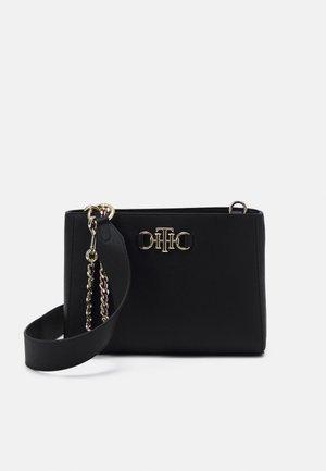 CLUB SATCHEL - Across body bag - black
