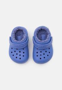Crocs - CLASSIC LINED CLOG  - Klapki - lapis - 3