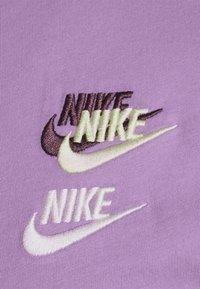 Nike Sportswear - TEE CLUB ESSENTIALS - T-shirt med print - violet star - 2