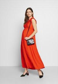 Pomkin - BEATRIZ - Maxi šaty - coral - 1