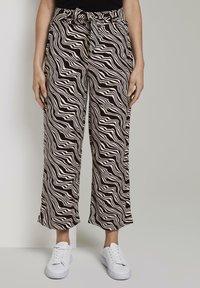 TOM TAILOR - MIT BINDEGÜRTEL - Pantalon classique - black wavy design - 0
