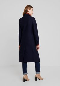 IVY & OAK - CLASSIC DOUBLE BREASTED COAT - Classic coat - navy blue - 2