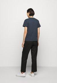 Holzweiler - SUZANA - Print T-shirt - dark blue - 2