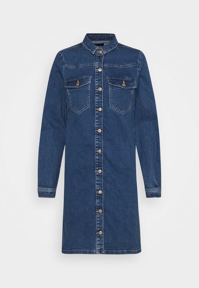 PCPERRY  DRESS - Sukienka jeansowa - medium blue denim