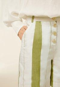 IVY & OAK - Shorts - moss green - 3