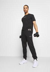 Champion - LEGACY CUFF PANTS - Teplákové kalhoty - black - 1