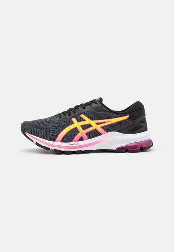 GT-1000 10 - Zapatillas de running estables - black/hot pink