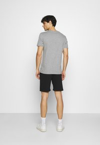 INDICODE JEANS - EXCLUSIVE 2 PACK - Shorts - black/light grey - 2