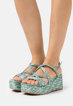 Sandály na platformě - mint