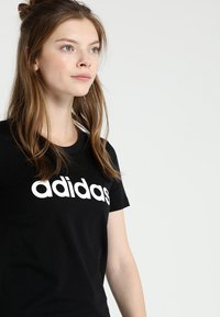 adidas Performance - ESSENTIALS SPORTS SLIM SHORT SLEEVE TEE - T-shirts med print - black/white - 5