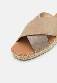 Selected Homme - SLHJOSE STRAP - Pantofle - sand - 5