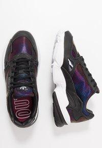 adidas Originals - Sneakersy niskie - core black/footwear white/mystery ruby - 3