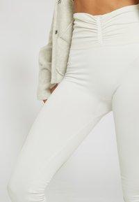 Yogasearcher - SHAPE - Legging - white - 3