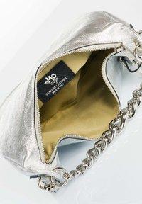 RISA - Across body bag - silver - 4