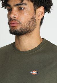 Dickies - STOCKDALE - Basic T-shirt - dark olive - 3