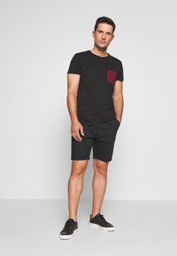INDICODE JEANS - THISTED - Shorts - black - 1
