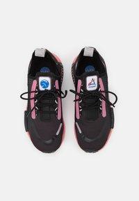 adidas Originals - NMD_R1 SPEEDLINES BOOST SHOES - Joggesko - core black/haze rose/grey two - 5