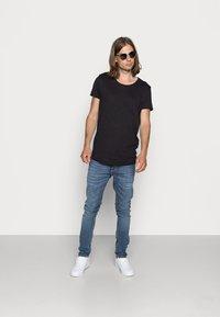 Jack & Jones - JJEBAS TEE - T-shirt - bas - black - 1