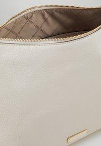 MICHAEL Michael Kors - SHANIA  - Tote bag - cream - 4