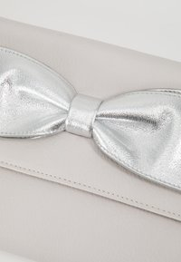 Dorothy Perkins - BOW  - Clutch - silver - 6