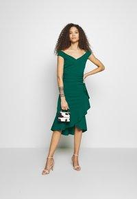 SISTA GLAM PETITE - DESTA - Vestido de cóctel - green - 1