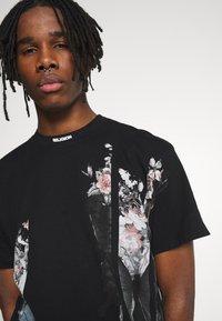 Religion - BUTTERFLY TEE - T-shirt imprimé - black/white - 4