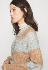 YAS - YASALLU STRIPE CARDIGAN - Cardigan - light grey melange/tawny brown - 4