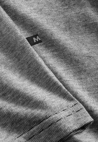 Matinique - JERMANE - Print T-shirt - dark navy - 6