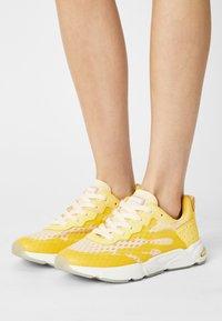 Scotch & Soda - LOU - Sneakers laag - lemon - 0
