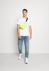 Puma - LOGO TEE - T-Shirt print - white - 1