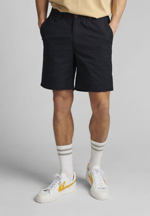 AKLT JOHN ELA - Shorts - sky captain