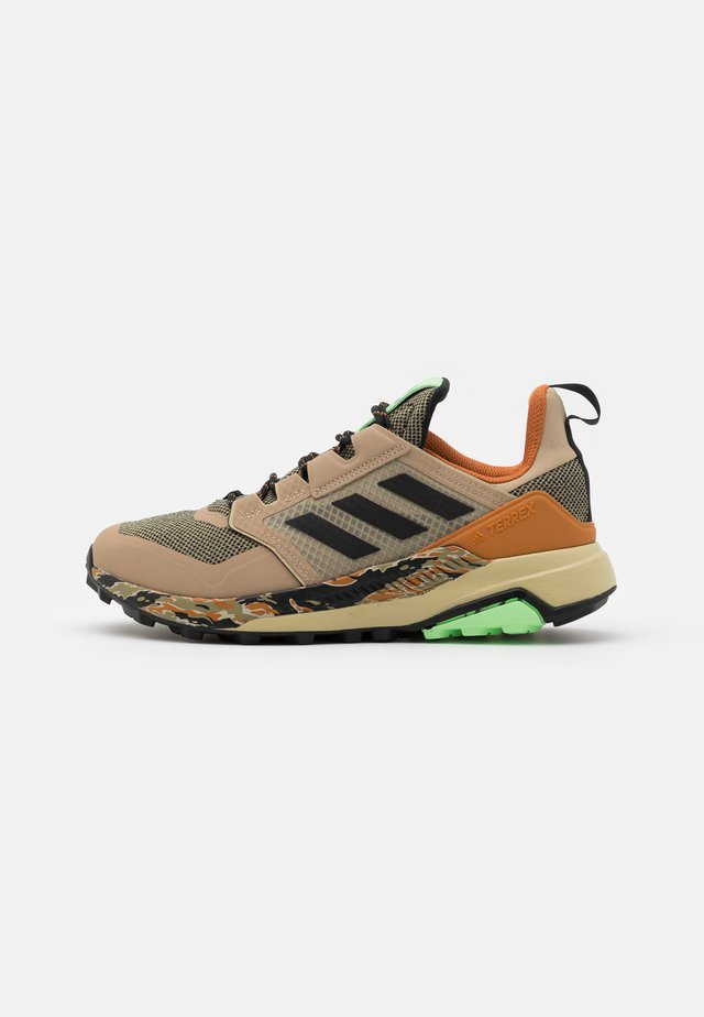 adidas TERREX TRAILMAKER WANDERSCHUHE - Scarpa da hiking - savanne/core black/glow mint