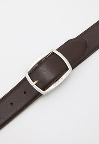 Guess - BELT ROUNDED SQUARE BUCKLE - Belt - dark brown - 2