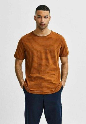 SLHMORGAN - Print T-shirt - monks robe