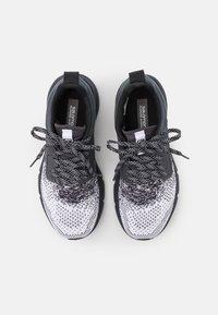Salomon - PREDICT - Neutrální běžecké boty - white/ebony/black - 3