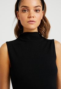 Missguided - HIGH NECK TIE WAIST MINI DRESS - Shift dress - black - 4