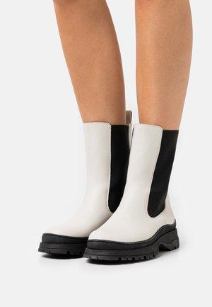 LILANNA - Kotníkové boty na platformě - cream