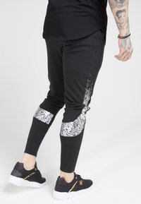 SIKSILK - ATHLETE TECH FADETRACK PANTS - Tracksuit bottoms - black/silver - 2