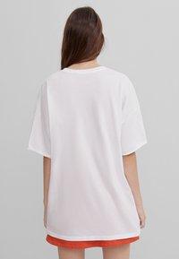 Bershka - THE MANDALORIAN - Print T-shirt - nude - 2