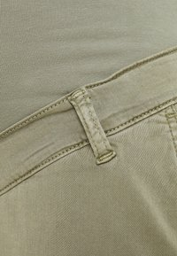 LOVE2WAIT - CHINO - Spodnie materiałowe - green - 2