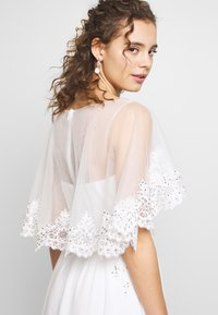 Luxuar Fashion - Společenské šaty - ivory - 3