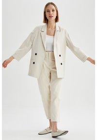 DeFacto - OVERSIZED - Short coat - ecru - 1