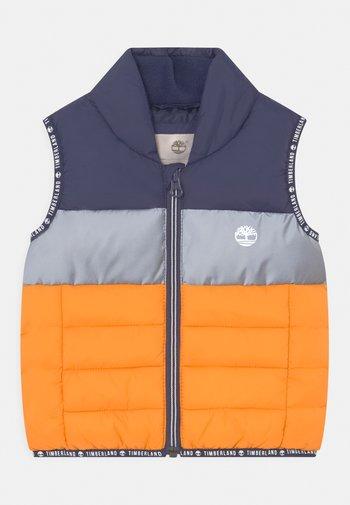 PUFFER SLEEVELESS - Waistcoat - orange