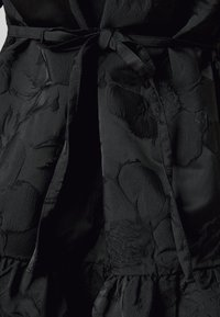 Miss Selfridge Petite - DAISY TIERRED MINI DRESS - Vapaa-ajan mekko - black - 5