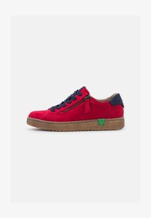 VEGAN - Sneakers laag - red/navy