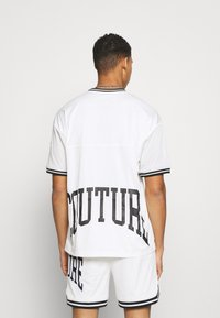 The Couture Club - VARSITY BADGED MESH OVERSIZED T-SHIRT - Print T-shirt - white - 2