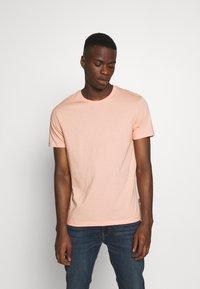Burton Menswear London - BASIC 5 PACK - Basic T-shirt - pink - 3